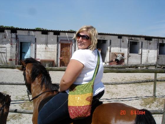 That poor, poor horse...